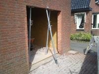 Plaatsen kozijn in loods Oude Bildtzijl Timmer en onderhoudsbedrijf A. Rozenga